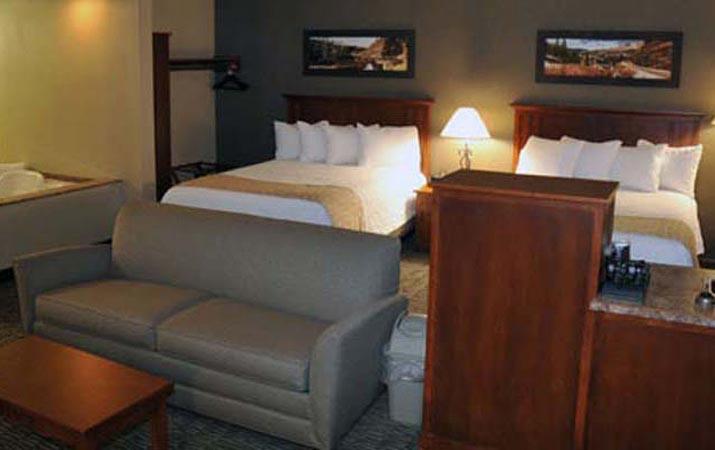 C\'mon Inn Hotel & Suites